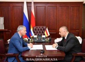 Вячеслав Битаров и Алан Гаглоев обсудили развитие Пригородного района