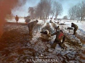 Более тысячи мотострелков одолели полосу из препятствий в Северной Осетии