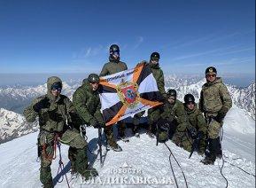 Военные альпинисты ЮВО покорили Казбек